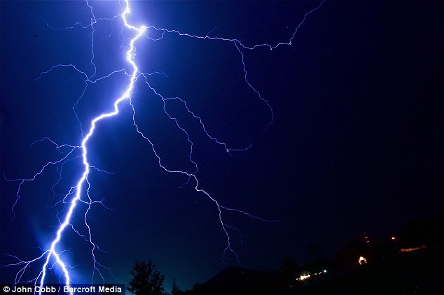 Pictured: Astonishing up-close pictures of a lightning bolt that ...