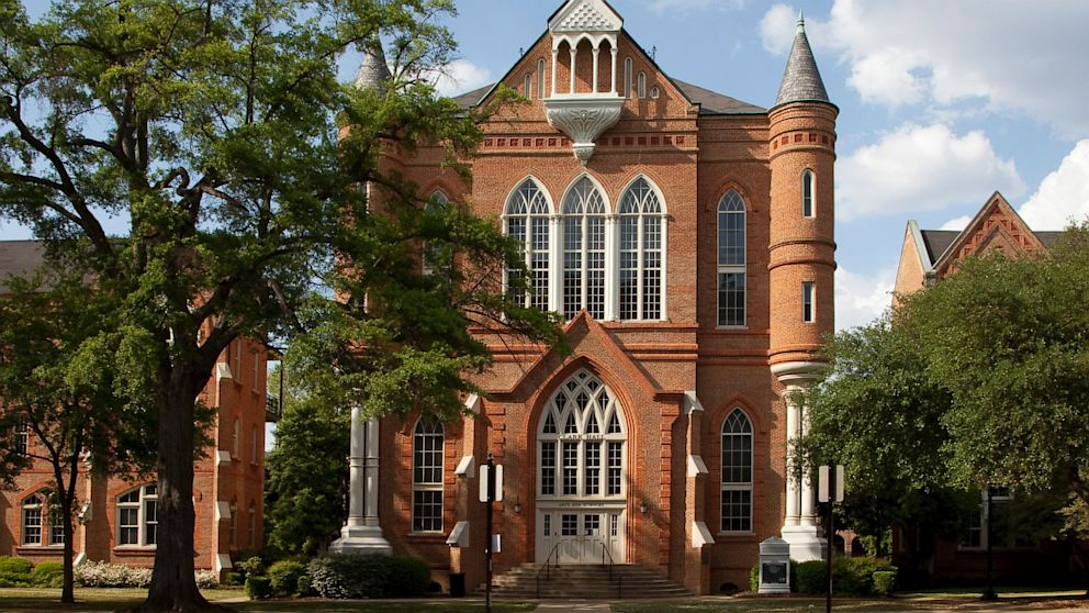 is there an essay for the university of alabama application Find out what you need to know about applying to university of alabama, including important dates, application fees, and test requirements.