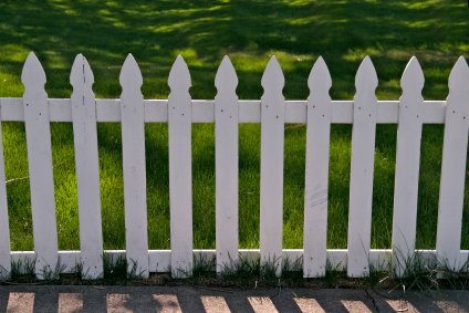 how to build a small picket fence